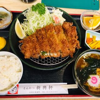 梅じそトンカツ定食(新興軒 )