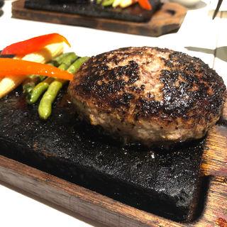 牛100%ハンバーグステーキの溶岩焼(溶岩焼肉ダイニング bonbori 新宿店)