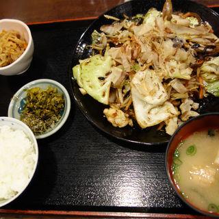 野菜炒め定食(味の正福 アクロス店)