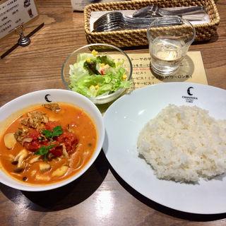 タイ風スパイシーソーセージと3種のキノコとトマトのカリー(チャントーヤ ココナッツカリー (CHANTOYA COCONUT CURRY))