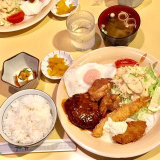 ミックス定食(レストハウスしんとう)