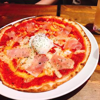 生ハムと温玉のピザ(CONA たまプラーザ店)