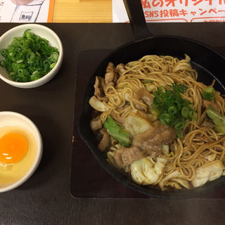 突貫亭焼そば 太麺 醤油 大 肉入り おとし卵