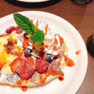 ワッフルパンケーキ 3種のベリー&バナナホイップ(メロウ ブラウン コーヒー 自由が丘本店 (MELLOW BROWN COFFEE))