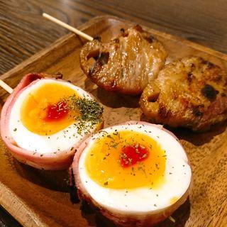 半熟卵ベーコンとピリ辛蓮根(野菜巻き串バル ぽっぽ)