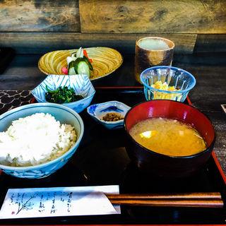 昼のランチ(ごはん、味噌汁、ぬか漬)(千束)