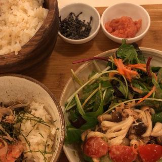 アボカド、ツナ、きのこの胡麻ソースサラダ膳(こめらく 横浜ランドマーク店 )