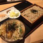 ミニ小海老と三つ葉のかき揚げ丼とそば(山葵 (わさび))