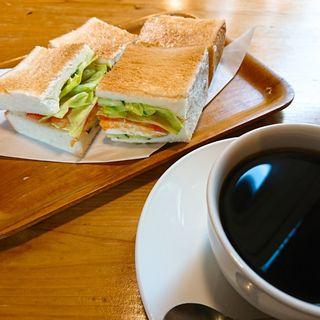 エッグトーストとブレンドコーヒー