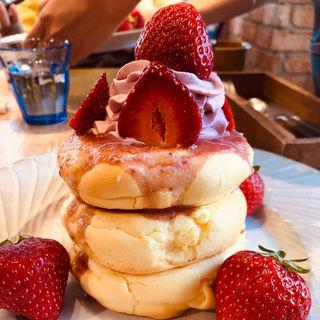 あまおうのいちごみるくパンケーキ(3 STARS PANCAKE (スリースターズパンケーキ))