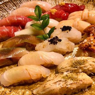 旬のおまかせ握り10貫と巻物1本 (味噌汁付)(秀徳 3号店)