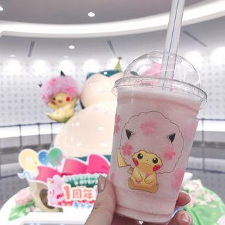桜アフロのピカチュウ スムージー(ピーチ味)(ポケモンカフェ)