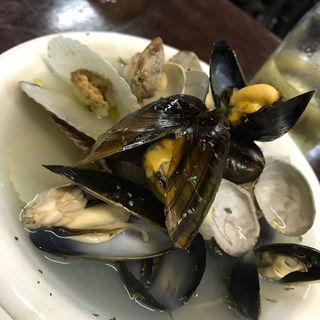 いろいろな貝の白ワイン蒸し(裏ヒロヤ (裏HIROYA))