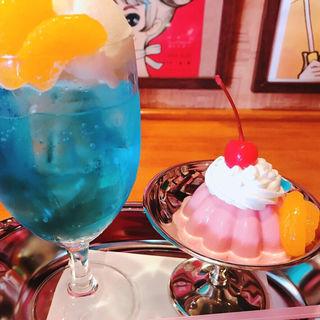 昭和の固めプリンセット(昭和レトロ喫茶「セピア」)