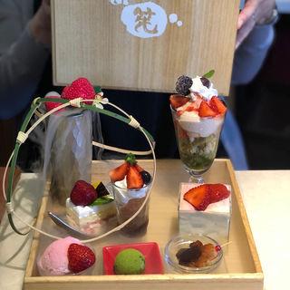 いちご玉手箱スイーツ(茶筅 (Chasen チャセン))