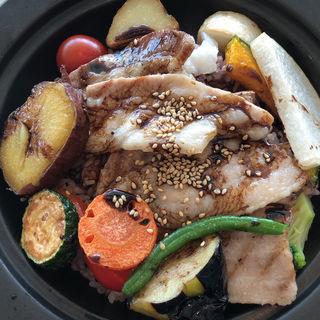 彩り野菜とハーブ三元豚のグリルライス(シェフズ・ブイ 横浜ランドマークタワー店 (chef's V))