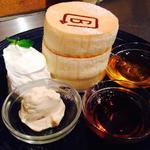 ホワイトスフレパンケーキ(BURN SIDE ST CAFE (バーンサイドストリートカフェ))