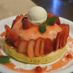 天使のクリームいちごのレアチーズパンケーキ
