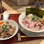 紀州鶏そば 炙り焼豚丼