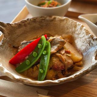 鰆と春野菜のトマト味噌煮(トネリコ )