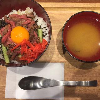 ローストビーフユッケ丼