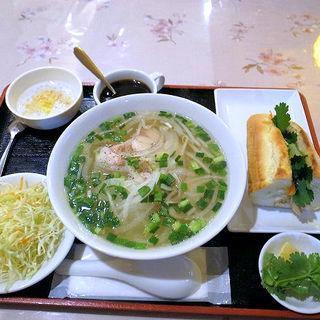 A:鶏肉のフォーとバインミー(ベトナムレストラン ノンラー)
