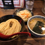 背脂つけ麺とクーポン野菜盛り