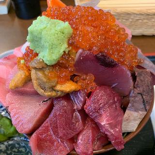 海鮮丼(魚彩 はざま)