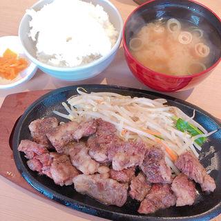 神戸牛カルビ定食(鉄板焼 博多 天神ホルモン 神戸umieモザイクハーバーランド店)