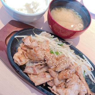 肉まる定食(鉄板焼 博多 天神ホルモン 神戸umieモザイクハーバーランド店)