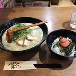 博多ラーメン(HAKATA RAMEN ADACHI)