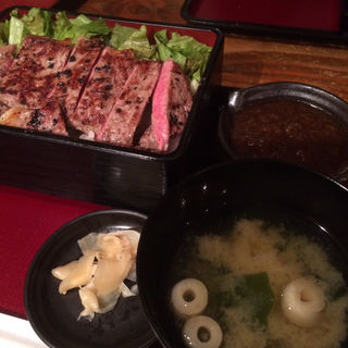 特選和牛サーロイン炭焼き炙り肉重(DININGあじと )