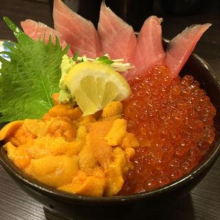 三色丼 (サーモン・いくら・うに)(どんぶり茶屋)