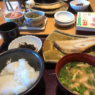 日替わり定食(九州直送の干物定食など)(博多もつ鍋 やまや ekie広島店)