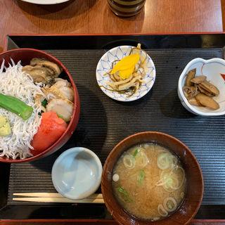 海鮮丼(酒処 やまね )