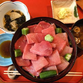 本マグロ中トロサラダ丼(青山 きくまさ )