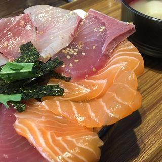 四食丼(海鮮丼てんや 箱崎ふ頭店 )