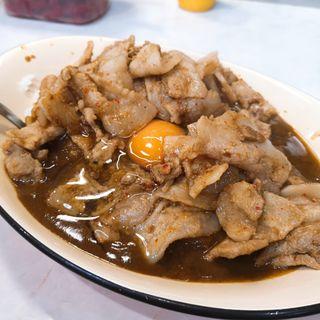 スタミナカレー(生卵のせ)(バーグ 弥生町店)