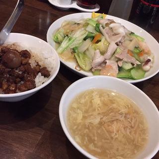 広東風焼きそば+ミニルーロー飯(真怡記 (シンタイキ))