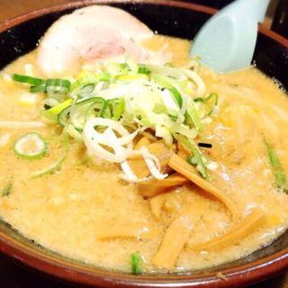 背脂味噌らーめん(麺屋亥龍 (いりゅう))