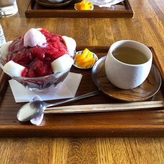 いちご白玉ぜんざいパフェ(円山茶寮 (まるやまさりょう))