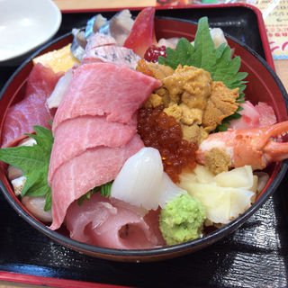 特選女川丼(おかせい)