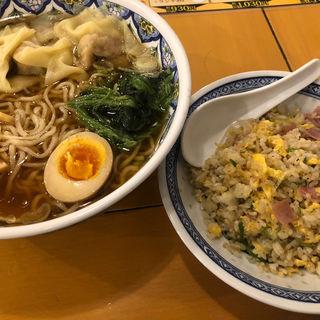 (中国ラーメン揚州商人新宿歌舞伎町店)