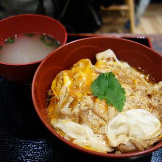 華味鳥の親子丼(博多鶏ソバ 華味鳥 ソラリアステージ店)