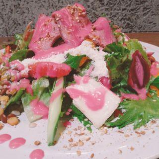ローストビーフと十穀米サラダ(パティスリー&カフェ デリーモ 東京ミッドタウン日比谷店)