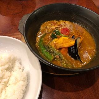 骨つきチキンとたっぷり野菜のスープカレー(天馬 青山店)