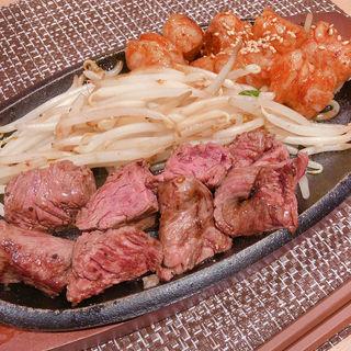 丸腸ハラミMIX定食(鉄板焼 博多 天神ホルモン 神戸umieモザイクハーバーランド店)
