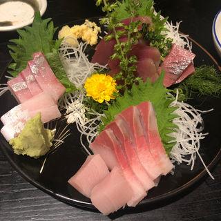 刺身盛り合わせ(小料理荒井 渡田店)