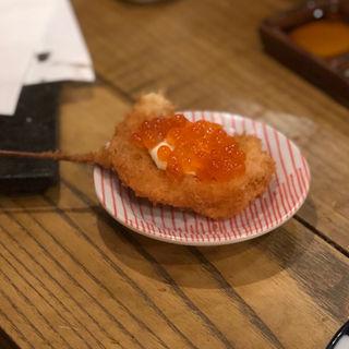 鮭いくら(串揚げ とろろ鍋 華金)