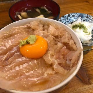 平目漬丼(エンガワとハーフ)(みなと食堂 (みなとしょくどう))